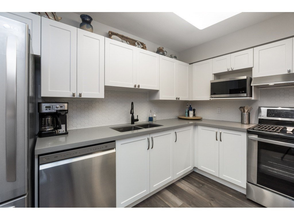 "Photo 8: Photos: 412 15150 29A Avenue in Surrey: King George Corridor Condo for sale in ""Sands II"" (South Surrey White Rock)  : MLS®# R2396902"