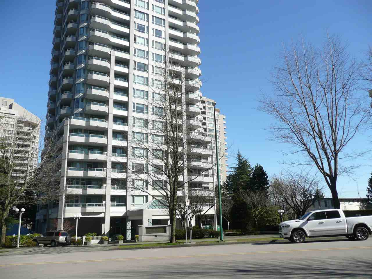 "Main Photo: 1100 4825 HAZEL Street in Burnaby: Forest Glen BS Condo for sale in ""THE EVERGREEN"" (Burnaby South)  : MLS®# R2445702"