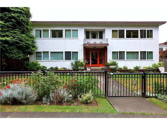 """Main Photo: 4 369 W 4 Street in North Vancouver: Lower Lonsdale Condo for sale in """"The Lanark"""" : MLS®# R2508957"""