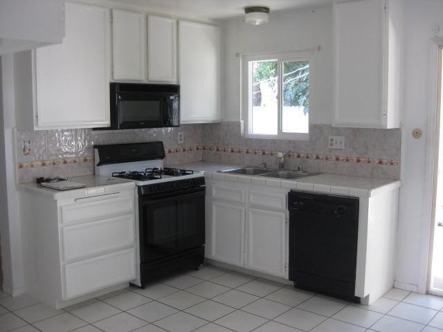 Photo 2: Photos: SOUTHEAST ESCONDIDO House for sale : 2 bedrooms : 1427 Orange in Escondido