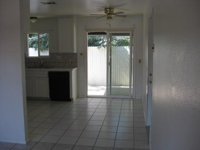 Photo 4: Photos: SOUTHEAST ESCONDIDO House for sale : 2 bedrooms : 1427 Orange in Escondido