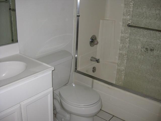 Photo 6: Photos: SOUTHEAST ESCONDIDO House for sale : 2 bedrooms : 1427 Orange in Escondido