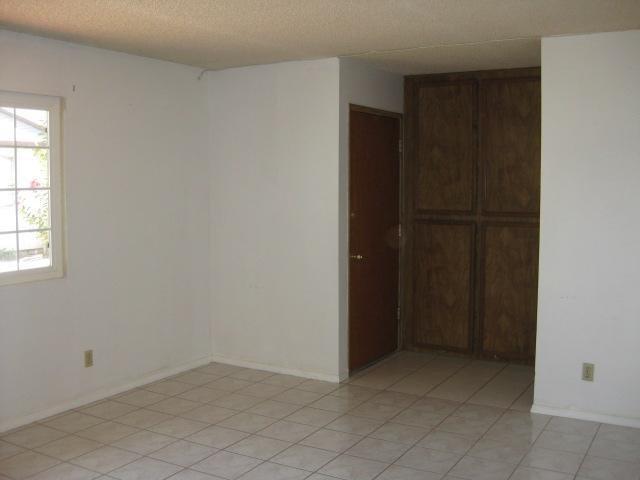 Photo 5: Photos: SOUTHEAST ESCONDIDO House for sale : 2 bedrooms : 1427 Orange in Escondido