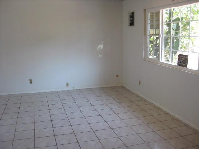 Photo 3: Photos: SOUTHEAST ESCONDIDO House for sale : 2 bedrooms : 1427 Orange in Escondido