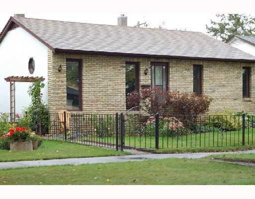 Main Photo: 118 NEWMAN Avenue West in WINNIPEG: Transcona Residential for sale (North East Winnipeg)  : MLS®# 2818072