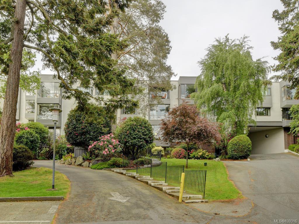Main Photo: 316 1433 Faircliff Lane in Victoria: Vi Fairfield West Condo Apartment for sale : MLS®# 839316