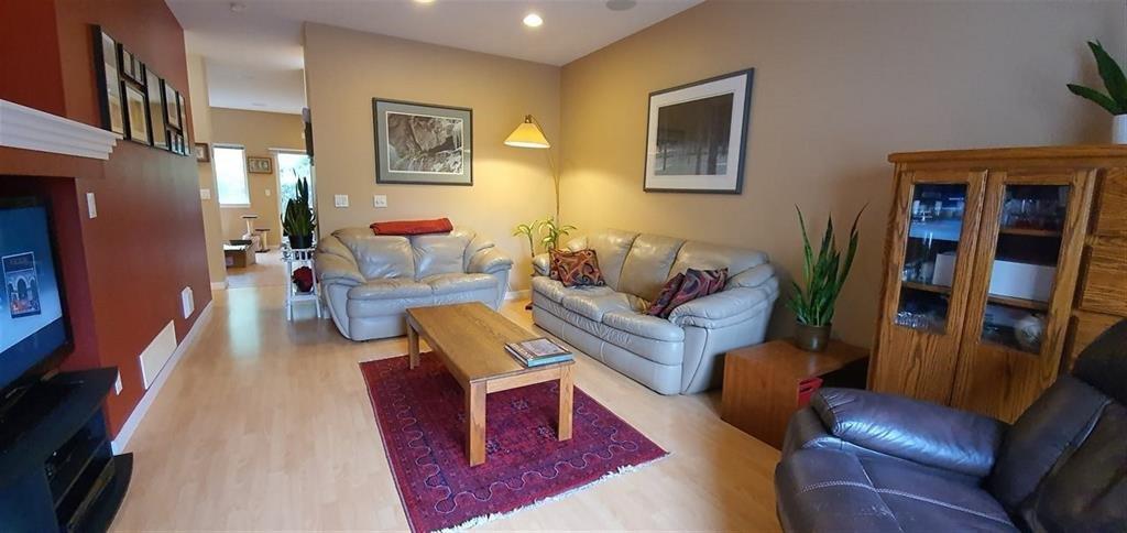 "Main Photo: 49 12677 63RD Avenue in Surrey: Panorama Ridge Townhouse for sale in ""SUNRIDGE ESTATES"" : MLS®# R2479706"