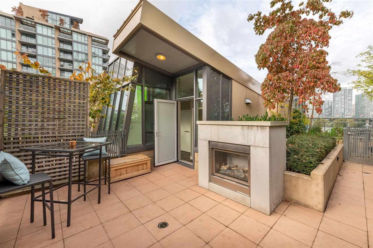 Main Photo: 315 288 W 1ST AVENUE in Vancouver: False Creek Condo for sale (Vancouver West)  : MLS®# R2511777