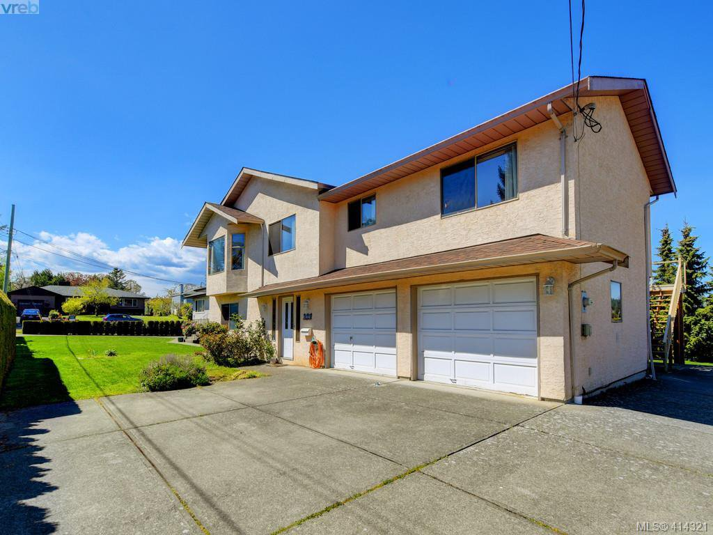 Main Photo: 4034 Martha Cres in VICTORIA: SE Lake Hill House for sale (Saanich East)  : MLS®# 821806