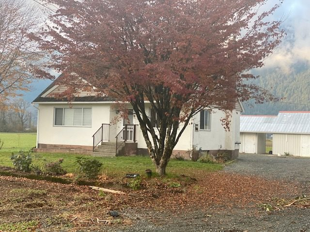 Main Photo: A 5541 LOUGHEED Highway: Agassiz House for sale : MLS®# R2518311