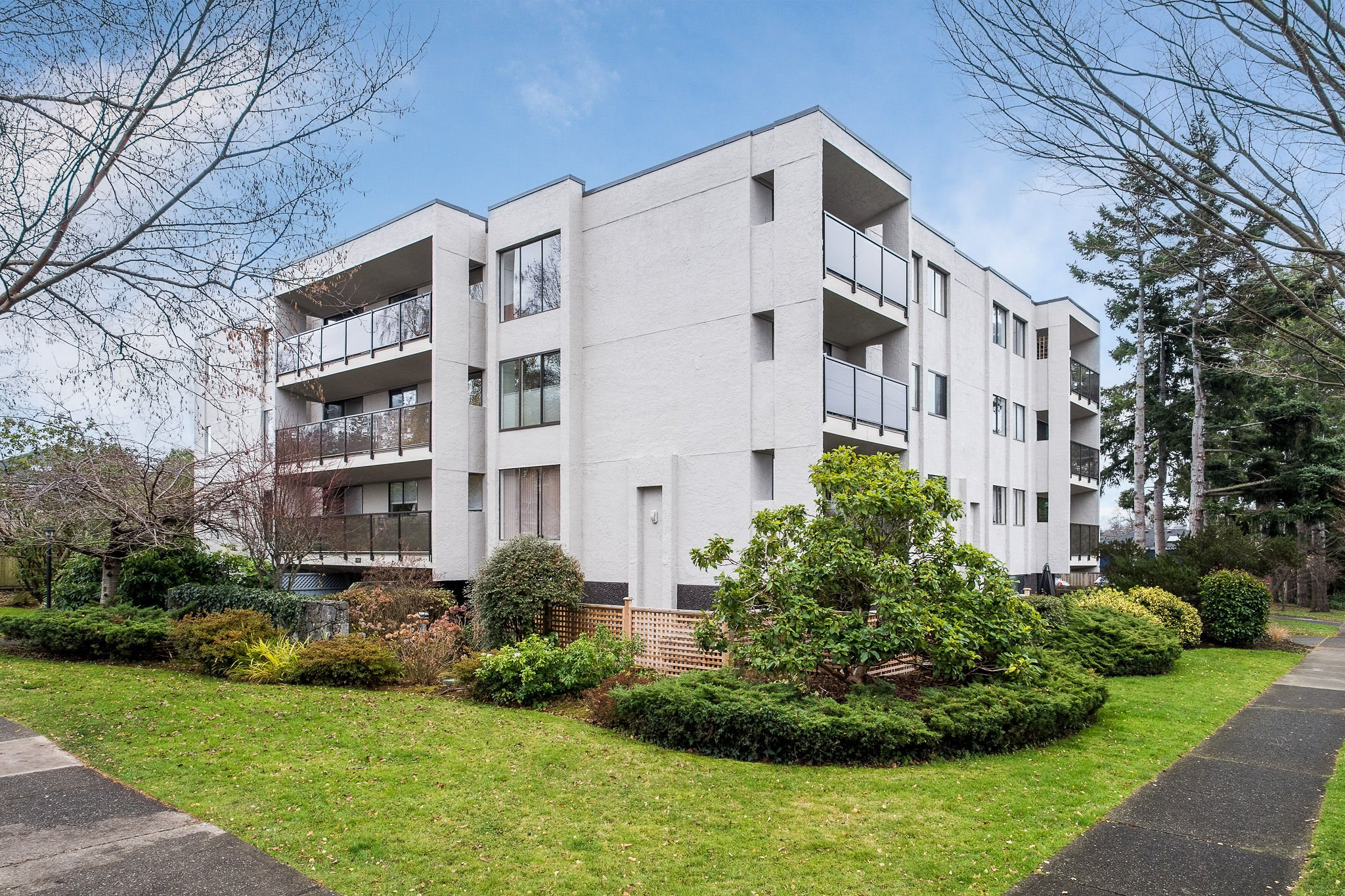 Main Photo: 205 1151 Oscar Street in VICTORIA: Vi Fairfield West Condo Apartment for sale (Victoria)  : MLS®# 419382