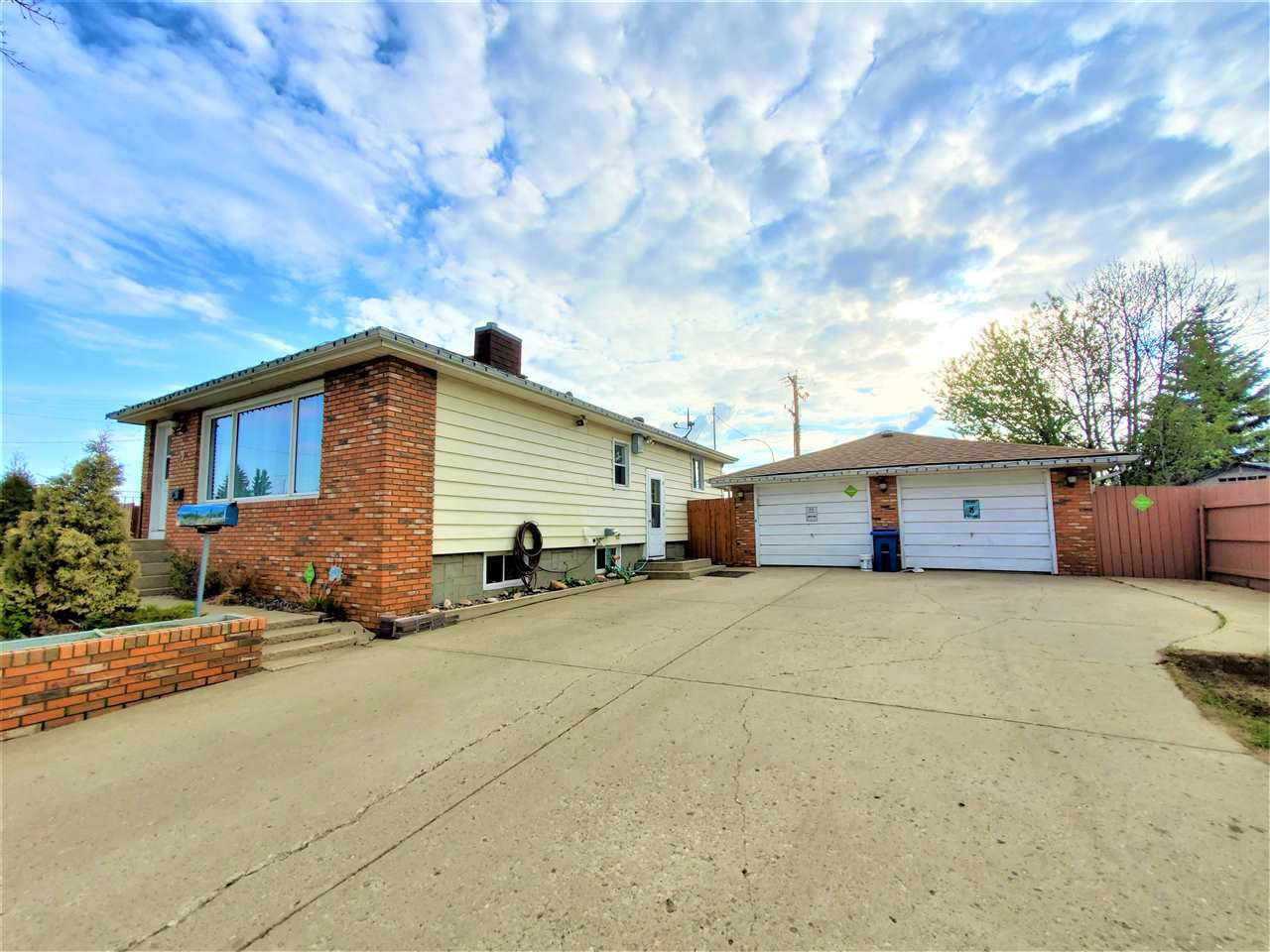 Main Photo: 4002 55 Street: Wetaskiwin House for sale : MLS®# E4198090