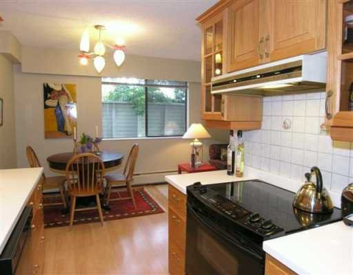 Photo 7: Photos: 1515 CHESTERFIELD Ave in North Vancouver: Central Lonsdale Condo for sale : MLS®# V626116