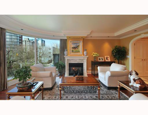 "Main Photo: 3B 1596 W 14TH Avenue in Vancouver: Fairview VW Condo for sale in ""KINGSWOOD - SHAUGHNESSY"" (Vancouver West)  : MLS®# V758524"