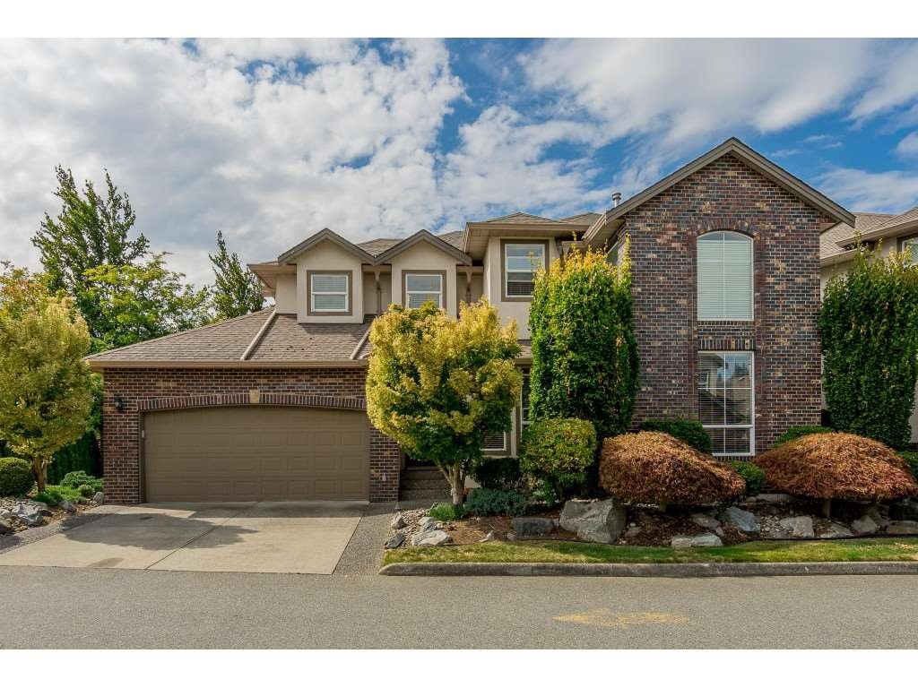 "Main Photo: 34 2525 YALE Court in Abbotsford: Abbotsford East Townhouse for sale in ""Yale Court"" : MLS®# R2396548"