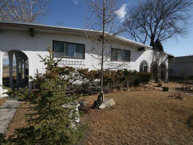 Main Photo: 440 LAKE TOPAZ Crescent SE in CALGARY: Lake Bonavista Residential Detached Single Family for sale (Calgary)  : MLS®# C3416898