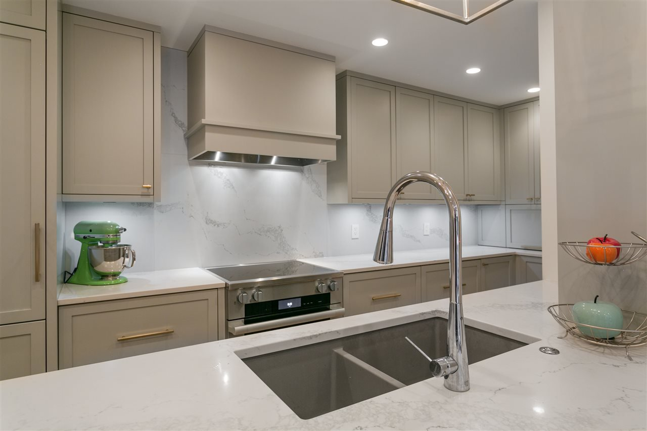 "Photo 9: Photos: 3 1535 VINE Street in Vancouver: Kitsilano Condo for sale in ""Vinegrove"" (Vancouver West)  : MLS®# R2404843"