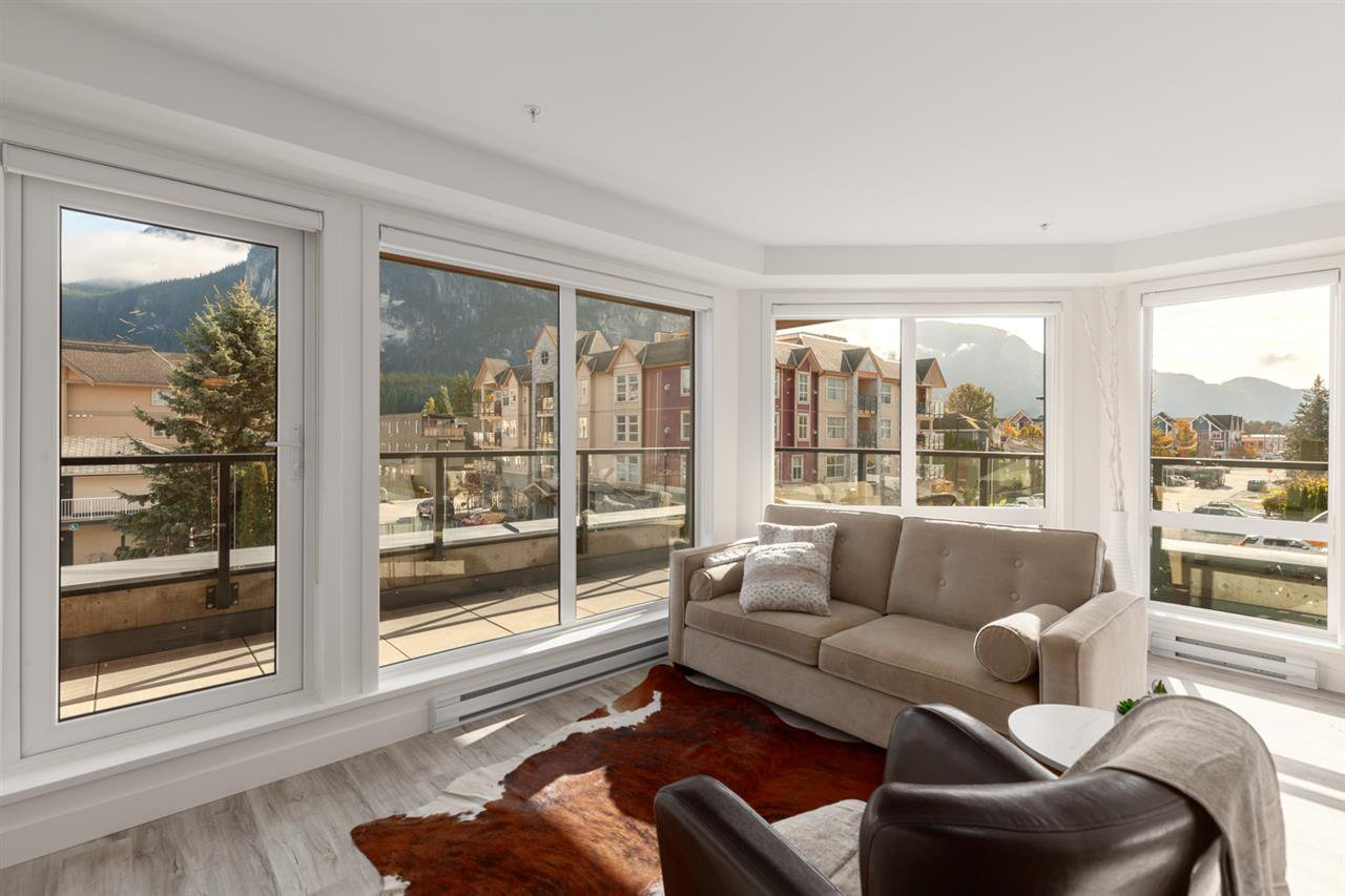 """Main Photo: 401 38013 THIRD Avenue in Squamish: Downtown SQ Condo for sale in """"THE LAUREN"""" : MLS®# R2426960"""