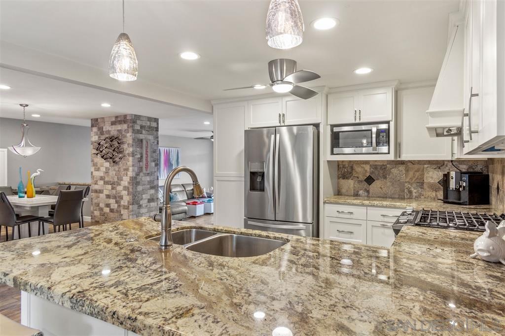 Main Photo: CORONADO CAYS Condo for sale : 2 bedrooms : 83 Kingston in Coronado