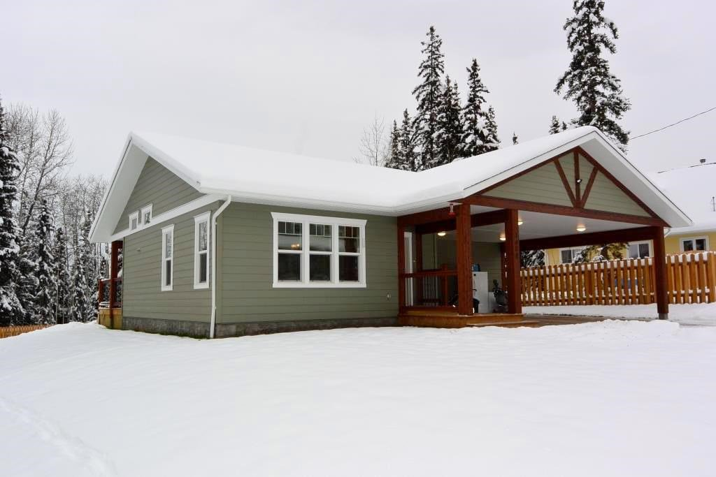 Main Photo: 1458 CHESTNUT Street: Telkwa House for sale (Smithers And Area (Zone 54))  : MLS®# R2521702