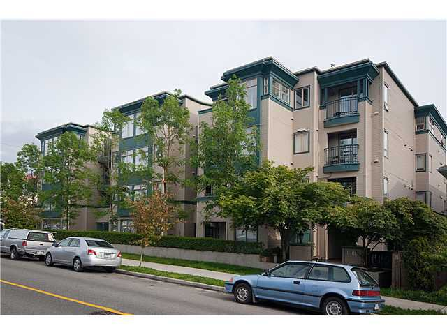 "Main Photo: 402 688 E 16TH Avenue in Vancouver: Fraser VE Condo for sale in ""VINTAGE EASTSIDE"" (Vancouver East)  : MLS®# V833214"