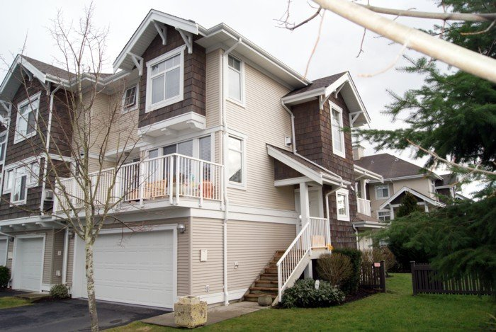 "Main Photo: 35 20771 DUNCAN Way in Langley: Langley City Townhouse for sale in ""WYNDHAM LANE"" : MLS®# F1100640"