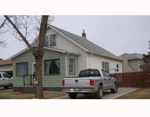 Main Photo: 731 BEECHER Avenue in WINNIPEG: West Kildonan / Garden City Residential for sale (North West Winnipeg)  : MLS®# 2908438