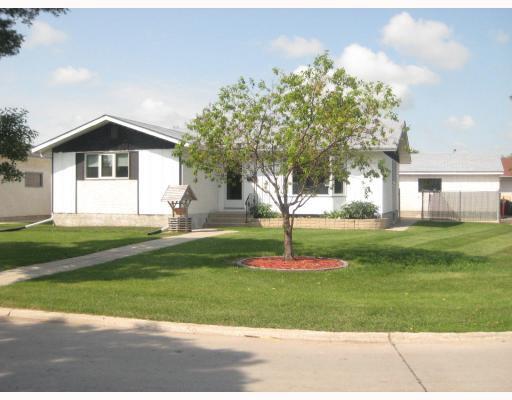 Main Photo: 30 PLAYGREEN in WINNIPEG: Maples / Tyndall Park Residential for sale (North West Winnipeg)  : MLS®# 2915004