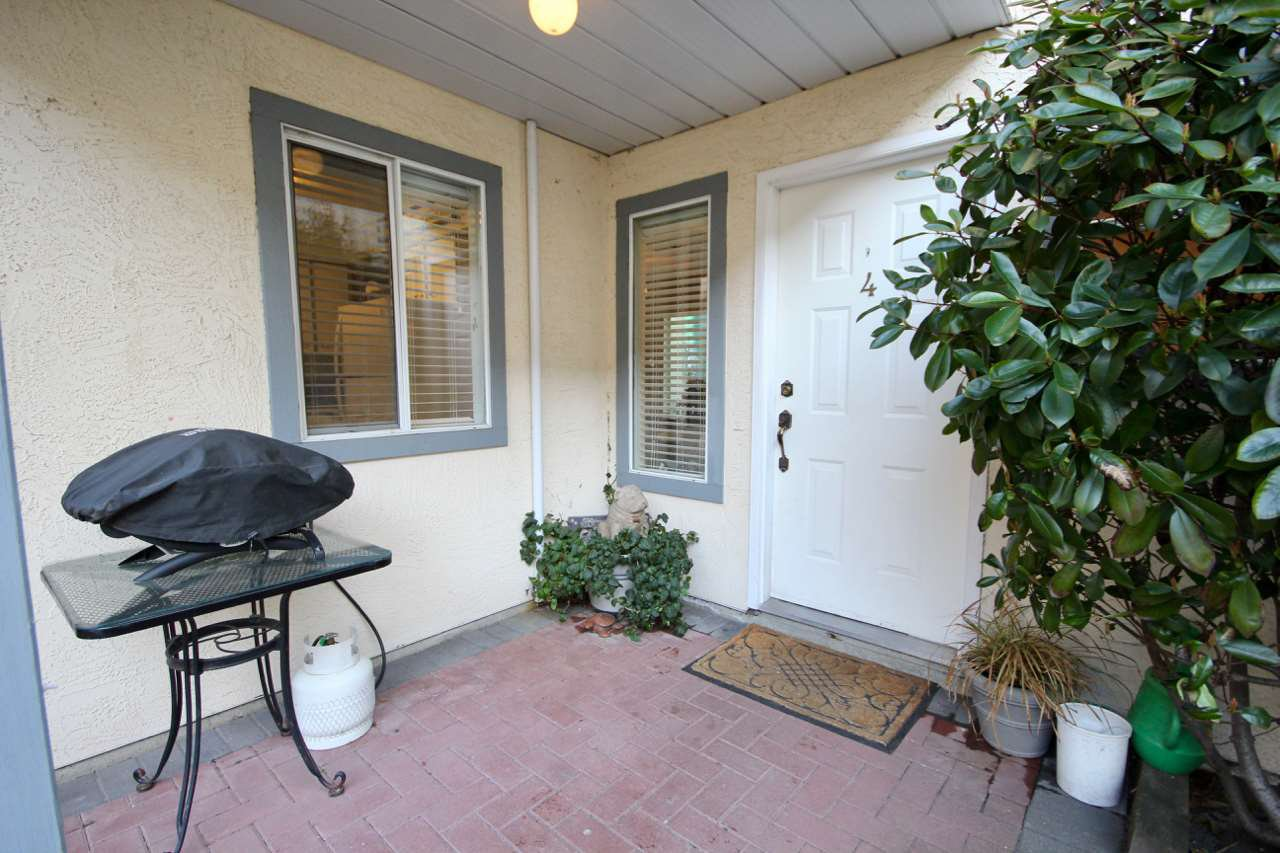 "Main Photo: 4 4890 48 Avenue in Delta: Ladner Elementary Townhouse for sale in ""COURTYARD"" (Ladner)  : MLS®# R2434612"
