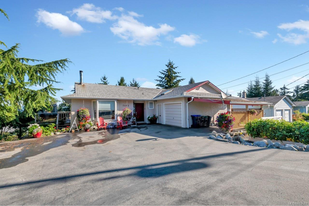 Main Photo: 7462 Clark Cres in : Na Upper Lantzville House for sale (Nanaimo)  : MLS®# 853577