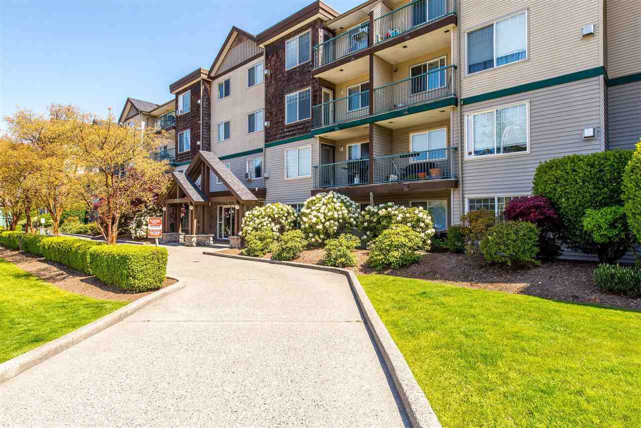 """Main Photo: 300 2350 WESTERLY Street in Abbotsford: Abbotsford West Condo for sale in """"Stonecroft Estates"""" : MLS®# R2525532"""