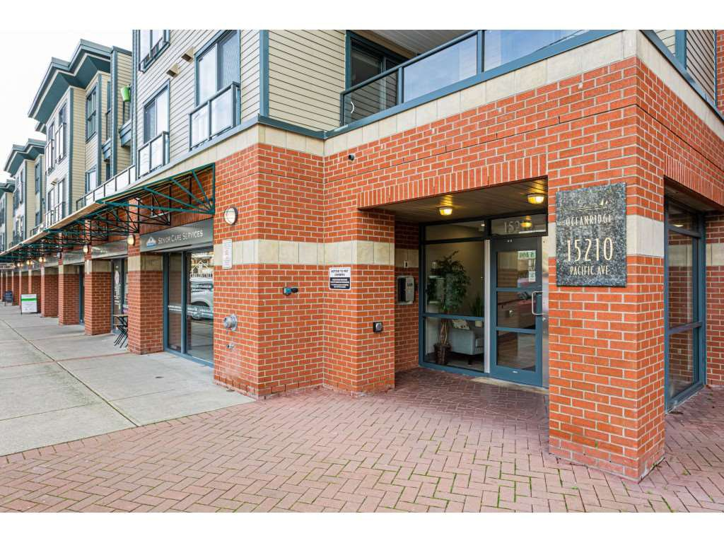 "Main Photo: 406 15210 PACIFIC Avenue: White Rock Condo for sale in ""OCEAN RIDGE"" (South Surrey White Rock)  : MLS®# R2527441"