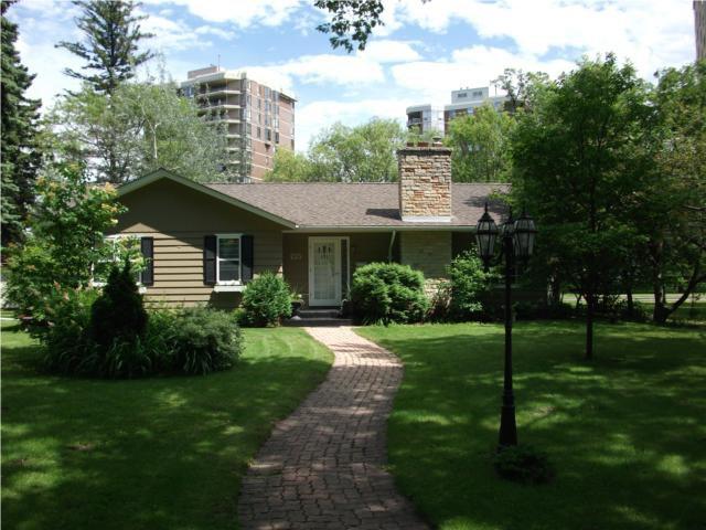 Main Photo: 215 GIRTON Boulevard in WINNIPEG: River Heights / Tuxedo / Linden Woods Residential for sale (South Winnipeg)  : MLS®# 1013304