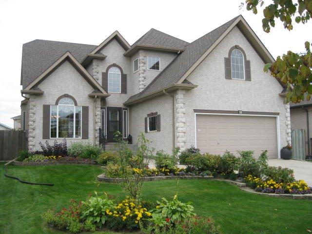 Main Photo: 50 GEORGETOWN Drive in WINNIPEG: Fort Garry / Whyte Ridge / St Norbert Residential for sale (South Winnipeg)  : MLS®# 1018896