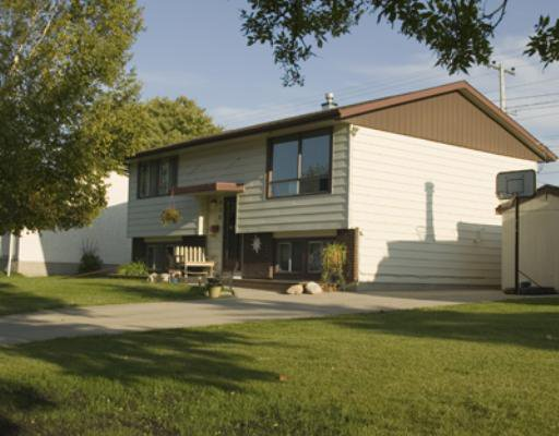 Main Photo: 230 ST MICHAEL Road in WINNIPEG: St Vital Residential for sale (South East Winnipeg)  : MLS®# 2818630