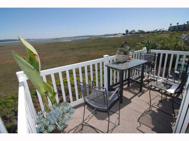 Main Photo: PACIFIC BEACH Home for rent : 2 bedrooms : 3997 Crown Point #36