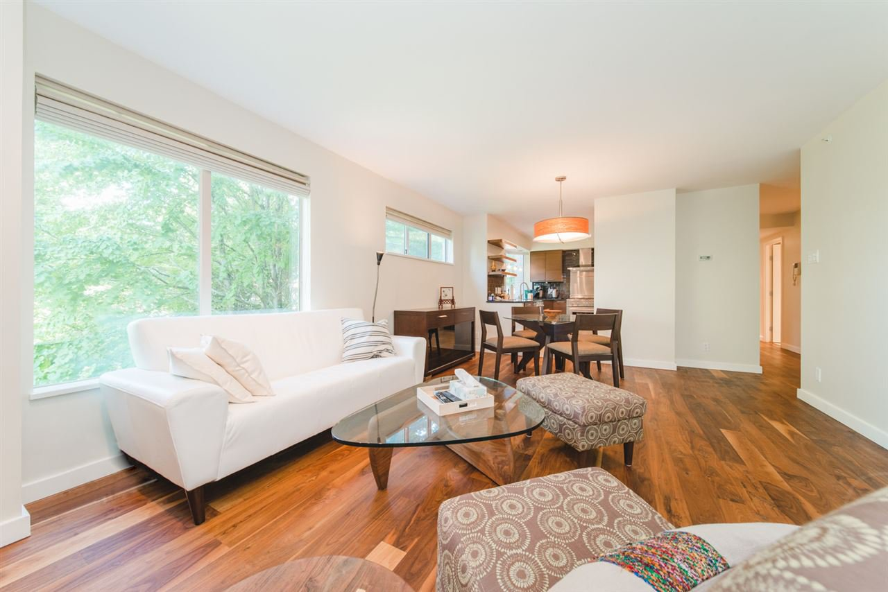 "Main Photo: 303 2288 W 40TH Avenue in Vancouver: Kerrisdale Condo for sale in ""Kerrisdale Park"" (Vancouver West)  : MLS®# R2398261"