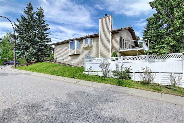 Main Photo: 4 STRATHBURY Circle SW in Calgary: Strathcona Park Detached for sale : MLS®# C4301110