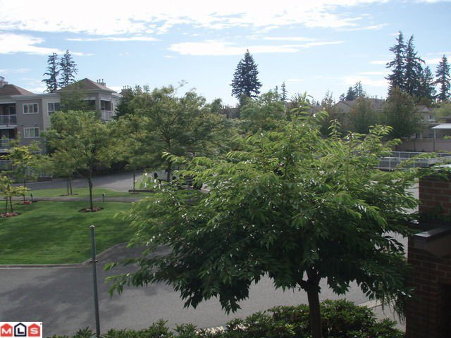 """Photo 9: Photos: 210 15885 84TH Avenue in Surrey: Fleetwood Tynehead Condo for sale in """"Abby Road"""" : MLS®# F1023767"""