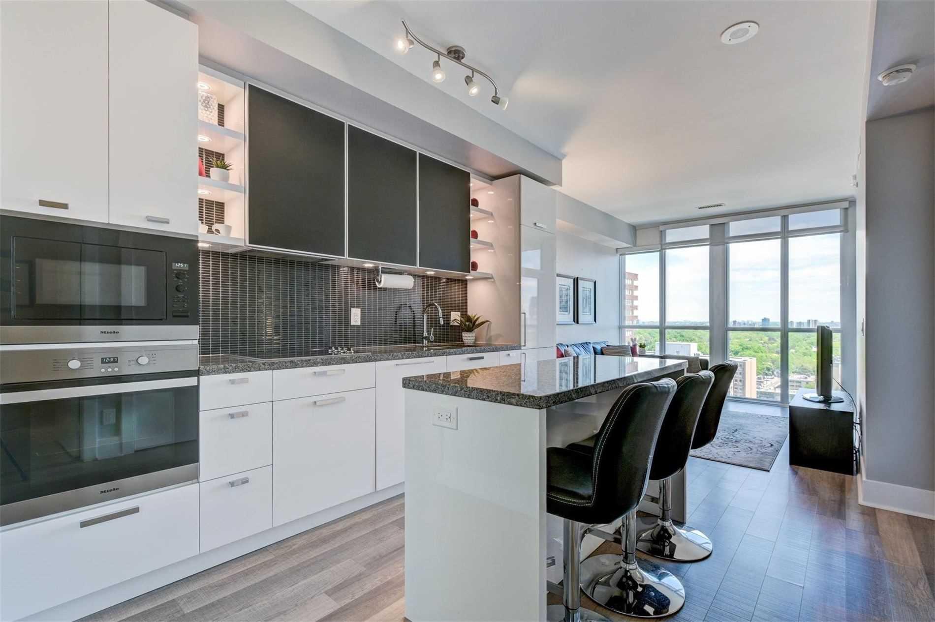 Main Photo: 1704 32 Davenport Road in Toronto: Annex Condo for sale (Toronto C02)  : MLS®# C4781103