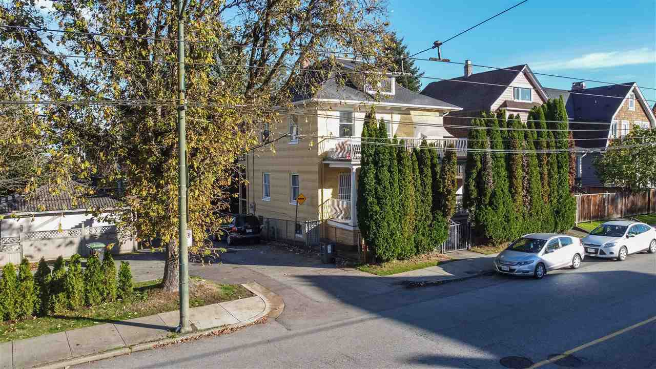 """Main Photo: 2820 FRASER Street in Vancouver: Mount Pleasant VE House for sale in """"""""Belle View"""""""" (Vancouver East)  : MLS®# R2507724"""