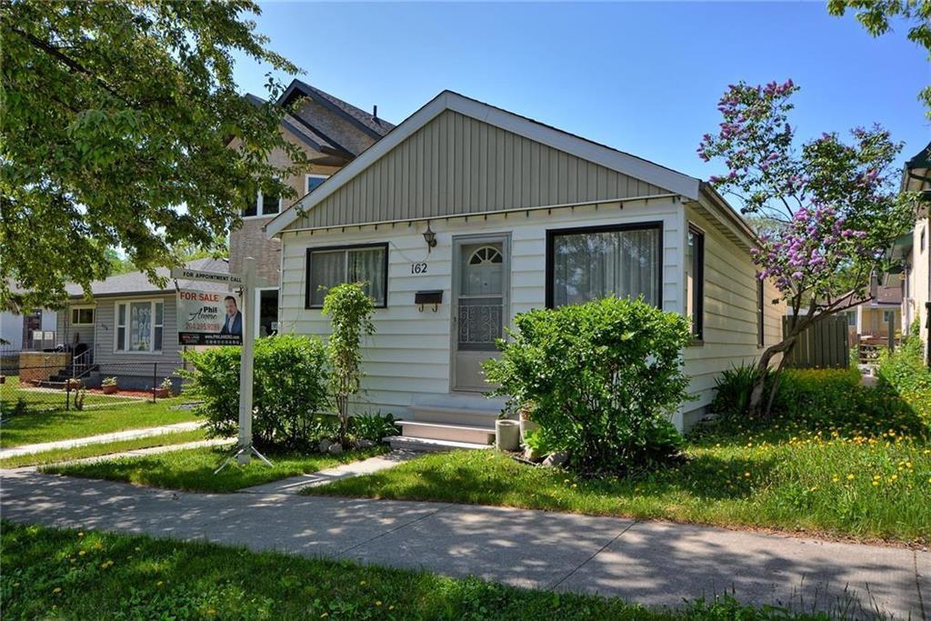 Main Photo: 162 Burrin Avenue in Winnipeg: West Kildonan Residential for sale (4D)  : MLS®# 202012520