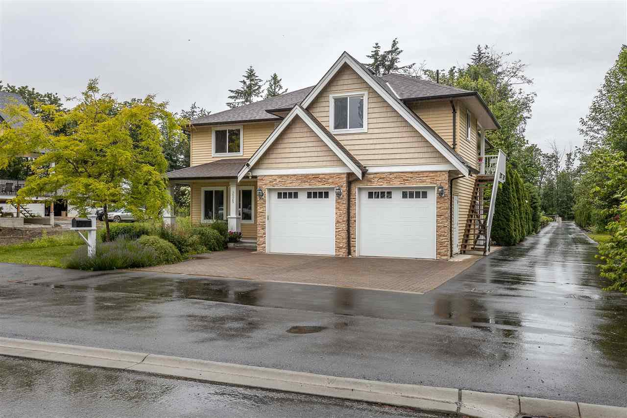 Photo 2: Photos: 34065 PRATT Crescent in Abbotsford: Central Abbotsford House for sale : MLS®# R2466240