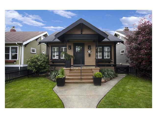 "Main Photo: 2356 CHARLES Street in Vancouver: Grandview VE House for sale in ""COMMERCIAL DRIVE"" (Vancouver East)  : MLS®# V826451"