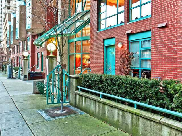 """Main Photo: 937 HOMER Street in Vancouver: Downtown VW Townhouse for sale in """"PINNACLE"""" (Vancouver West)  : MLS®# V866402"""