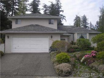 Main Photo: 3982 Blue Ridge Pl in VICTORIA: SW Strawberry Vale House for sale (Saanich West)  : MLS®# 502444