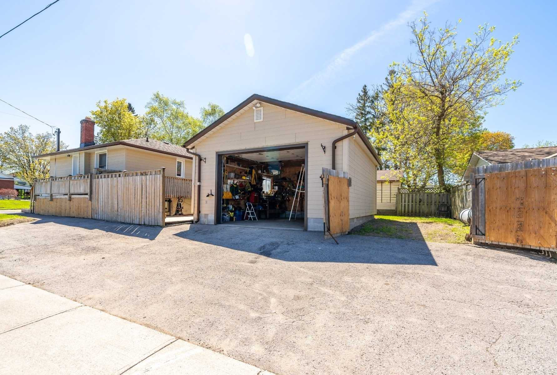 Photo 4: Photos: 40 Eastlawn Street in Oshawa: Donevan House (Bungalow) for sale : MLS®# E4769026