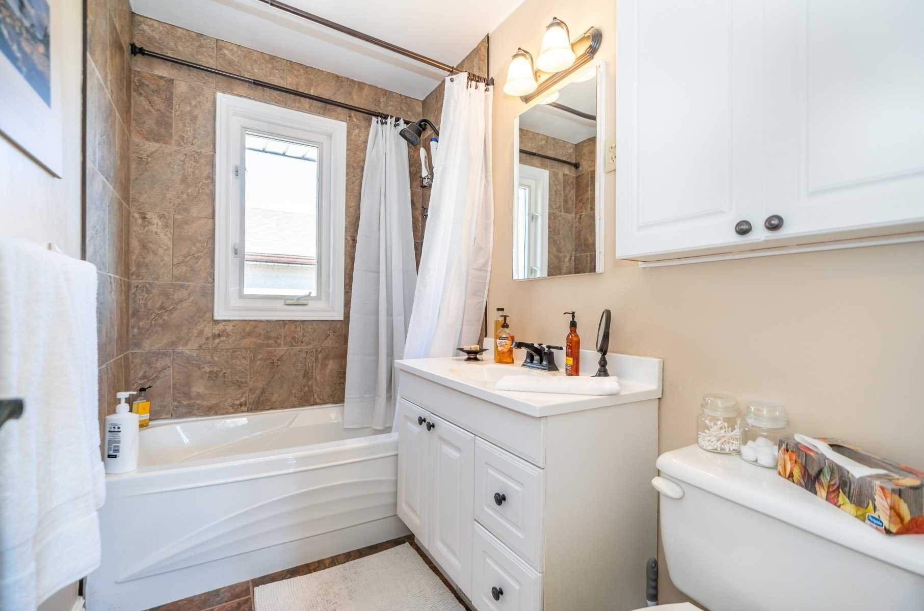 Photo 37: Photos: 40 Eastlawn Street in Oshawa: Donevan House (Bungalow) for sale : MLS®# E4769026