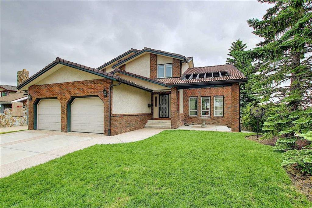 Main Photo: 12 EDGEHILL Crescent NW in Calgary: Edgemont Detached for sale : MLS®# C4305598