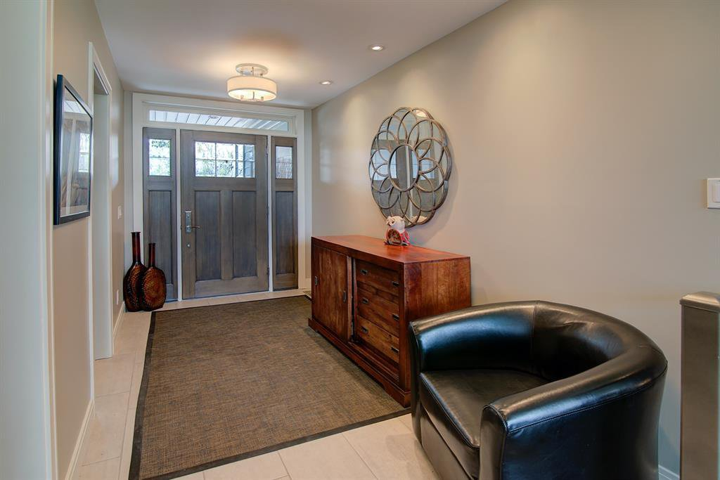 Photo 3: Photos: 40 Glenfield Road SW in Calgary: Glendale Detached for sale : MLS®# A1044172